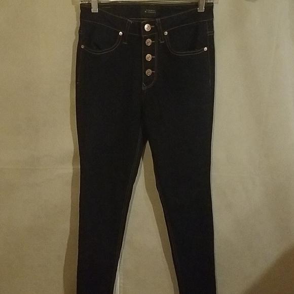 Denim - Super cute high rise skinny jeans in dark wash